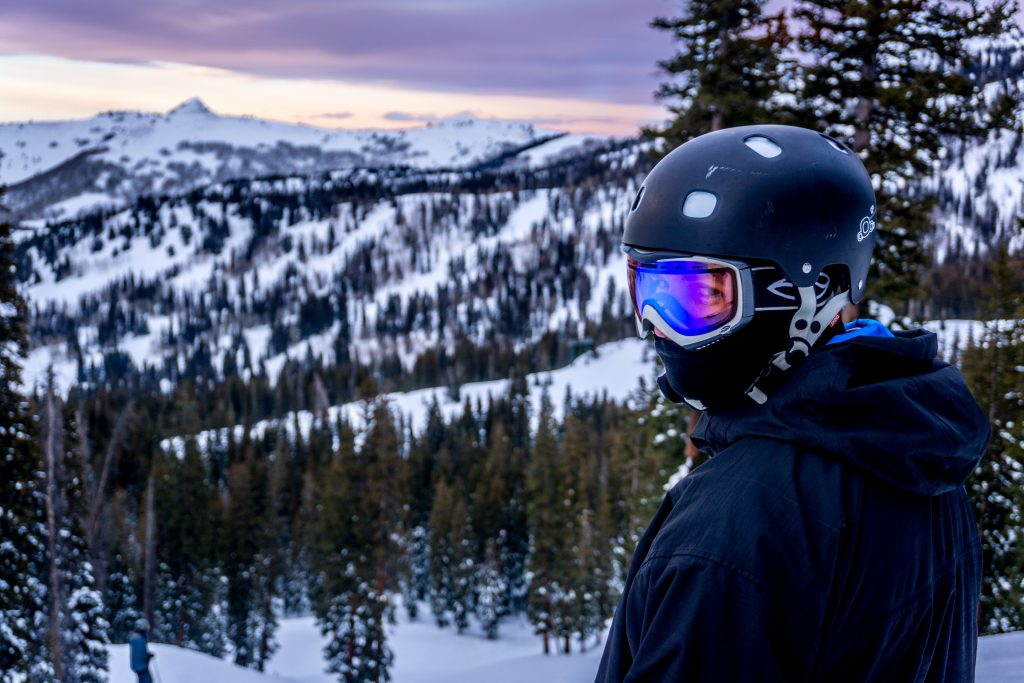 kask narciarski z szybą
