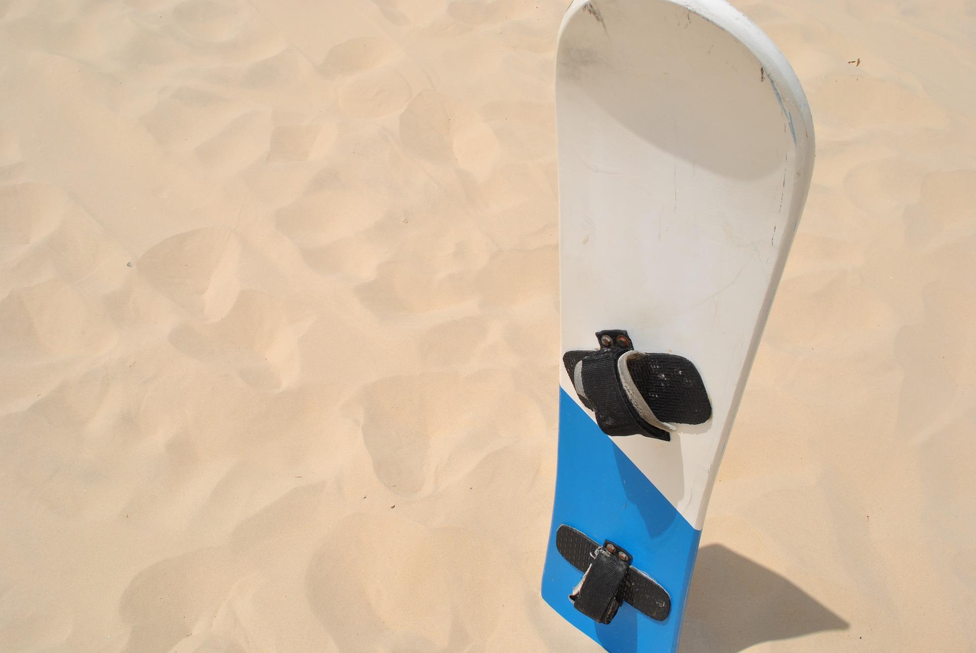 snowboard a sandboard